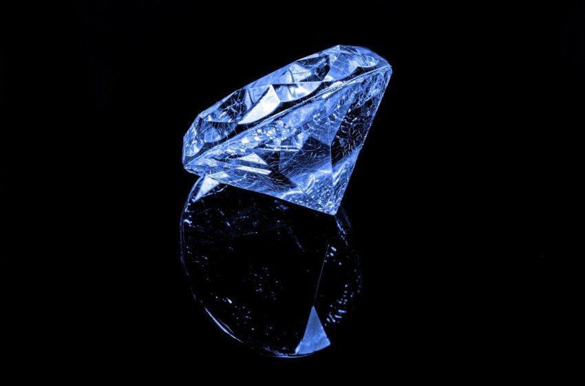 nieoszlifowany diament